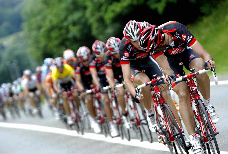 día previo carrera ciclista, tienda bicicletas tui